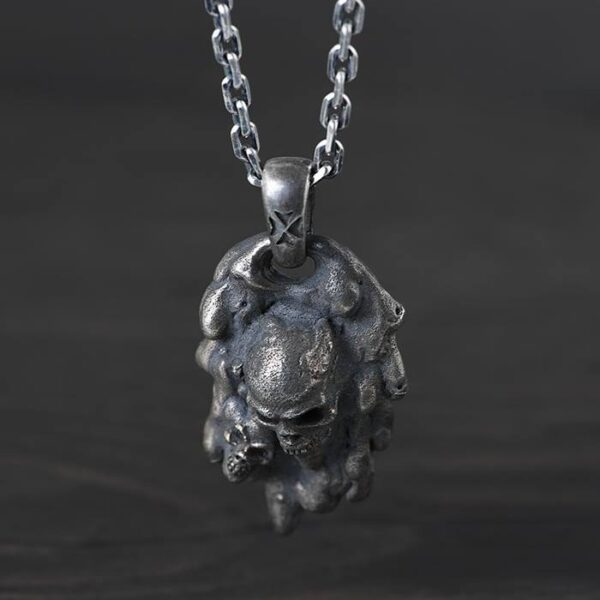 2 Skulls On Magma Pendant Necklace
