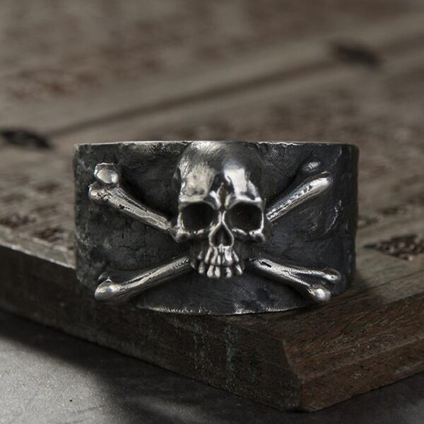 Gothic Skull And Crossbones Ring